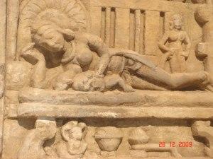 स्तनपान (http://wayfarersandpathfinders.blogspot.in/2010/08/prodigality-in-stone-bateshwar.html)